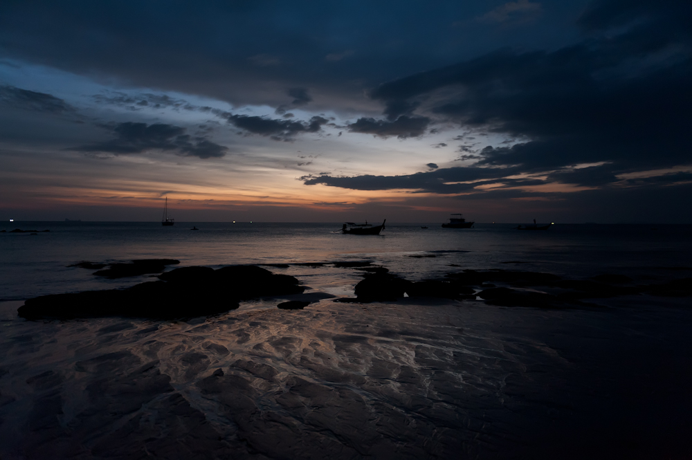 20110302033522_boats-by-night.jpg